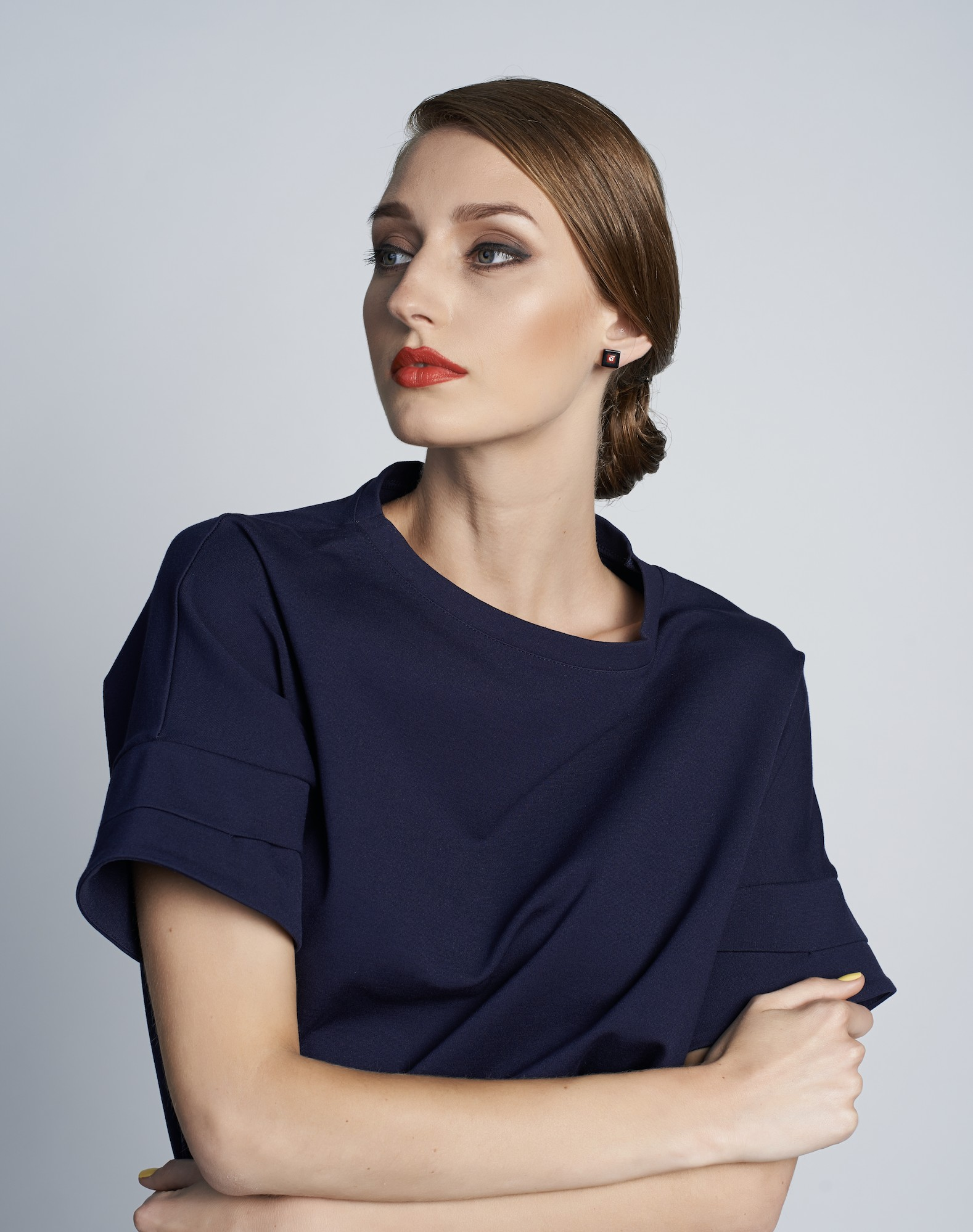 Dark blue dress with Kosmart earrings